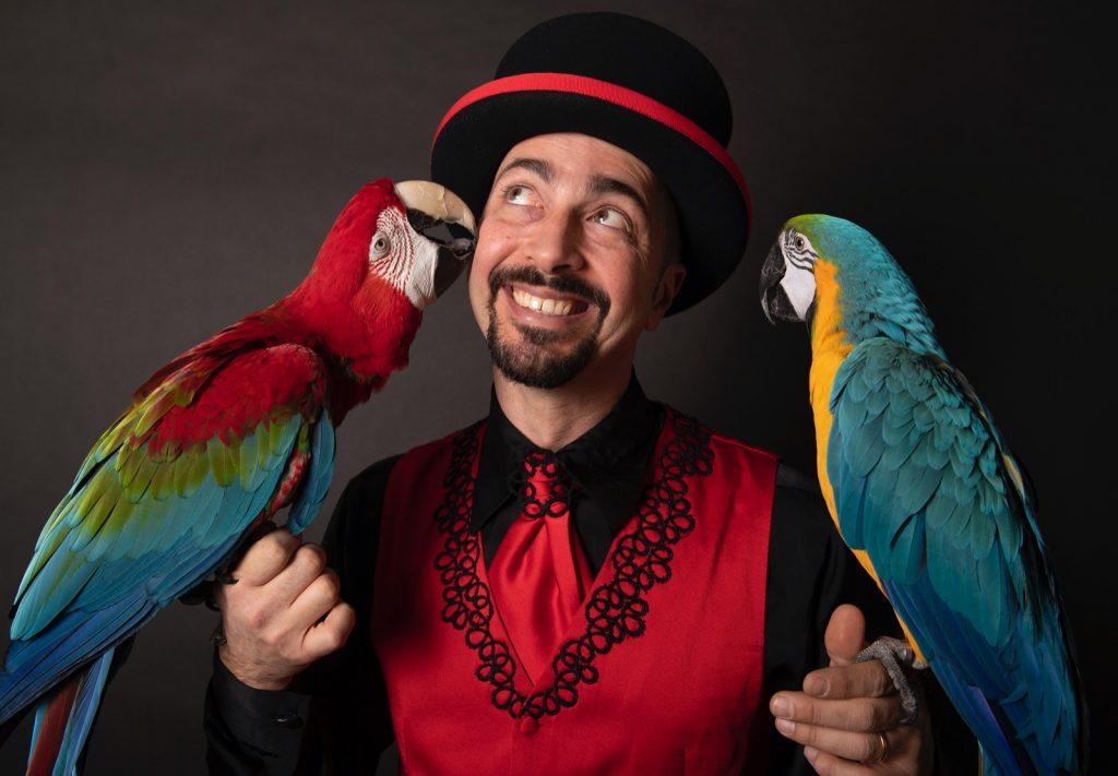 mago Gigi e pappagalli